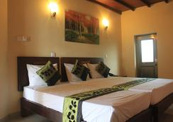 Seven Eleven Hotel - Talawatugoda - Bedroom