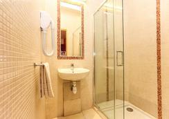 Le Village Montmartre by Hiphophostels - Paris - Bathroom