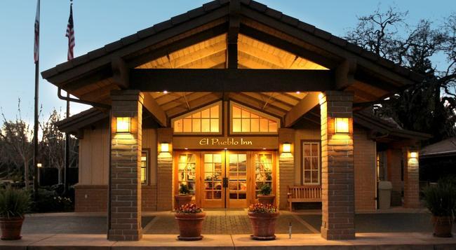 El Pueblo Inn - Sonoma - Building
