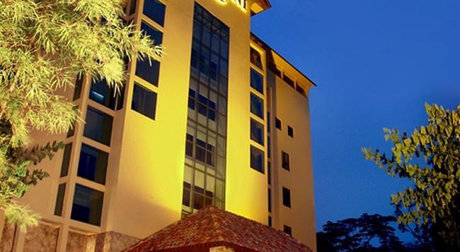 Harmoni Suites Hotel - Lubuk Baja - Building