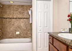 Coconut Cove Suites - Clearwater Beach - Bathroom