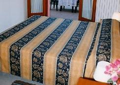 Hotel Greco - Milan - Bedroom