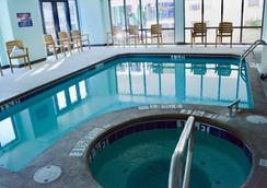 Hotel Monte Carlo Oceanfront - Ocean City - Pool