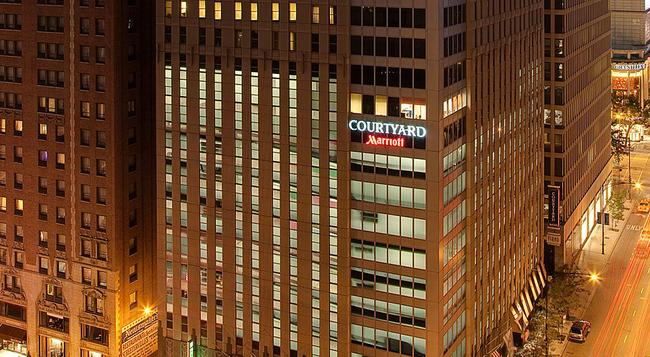Courtyard by Marriott Chicago Downtown Magnificent Mile - Chicago - Building