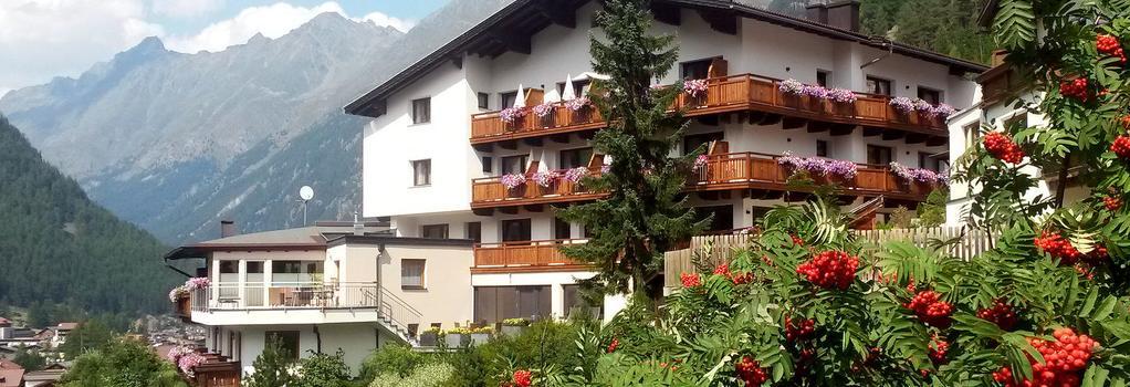 Hotel Garni Fiegl Apart - Sölden - Building