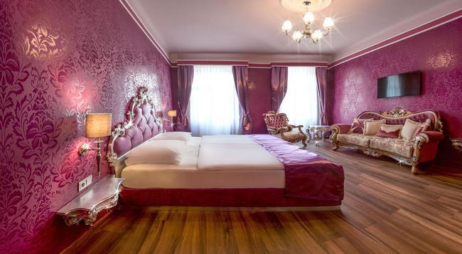 Hotel Urania - Vienna - Bedroom