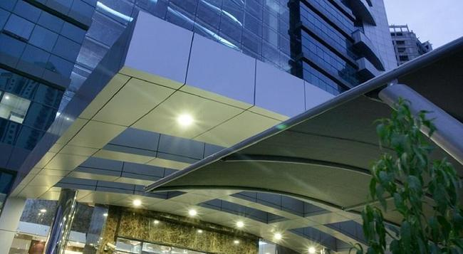 First Central Hotel Apartments - Dubai - Building