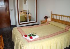 Hostal San Roque - Portonovo - Bedroom