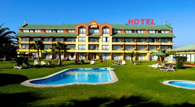 Hotel y Cabañas Mar de Ensueño - La Serena - Building