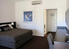 Karratha International Hotel - Karratha - Bedroom