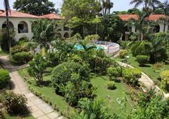 Charela Inn - Negril - Outdoor view