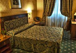 Hotel Cilicia - Rome - Bedroom