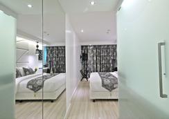 S Sukhumvit Suites Hotel - Bangkok - Bedroom