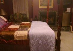 Lil Black Bear Inn - Nashville - Bedroom