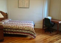 Riviera Hotel - Newark - Bedroom