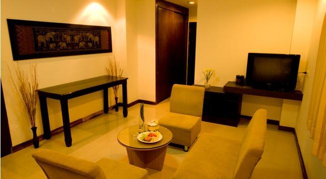 Sinsuvarn Airport Suite - Bangkok - Bedroom