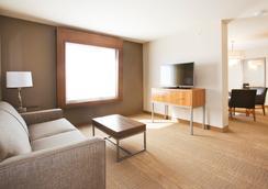 Holiday Inn Express & Suites Hot Springs - Hot Springs - Bedroom