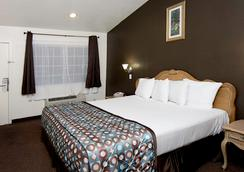 Anaheim Discovery Inn & Suites - Anaheim - Bedroom