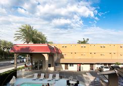 Anaheim Discovery Inn & Suites - Anaheim - Outdoor view