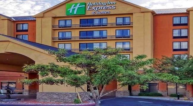 Holiday Inn Express Santa Fe Cerrillos - Santa Fe - Building