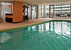 Residence Inn by Marriott Arlington Capital View - Arlington - Pool