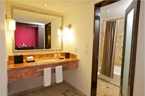 Krystal Grand Punta Cancun - Cancún - Bathroom