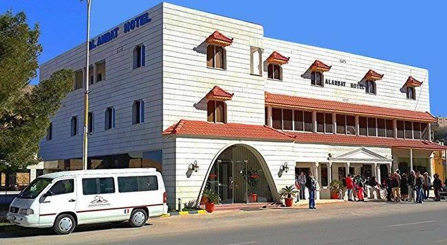 Al Anbat Hotel & Restaurant - Wadi Musa - Building