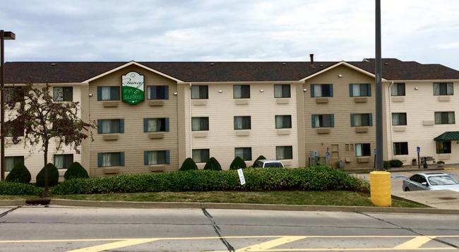 Quincy Inn And Suites - Quincy - Building