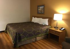 Quincy Inn And Suites - Quincy - Bedroom