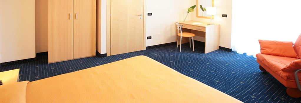 Hotel Bellini - Lignano Sabbiadoro - Bedroom