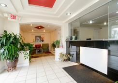 Key West Inn - Newport News - Lobby