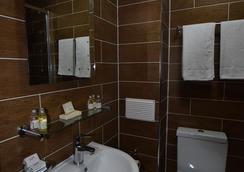 Lucky 8 Hotel - Ilford - Bathroom