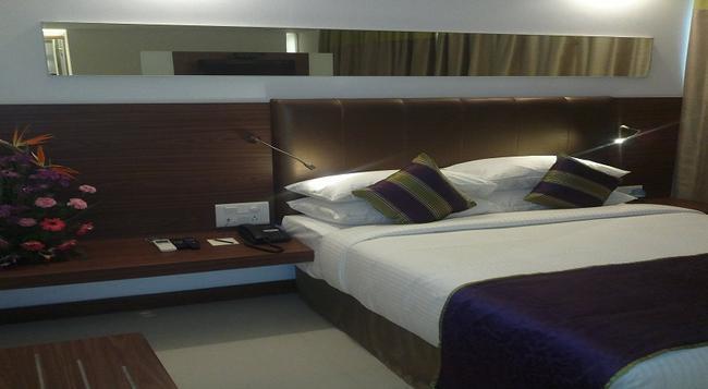 The Urban Hotel - Bangalore - Bedroom