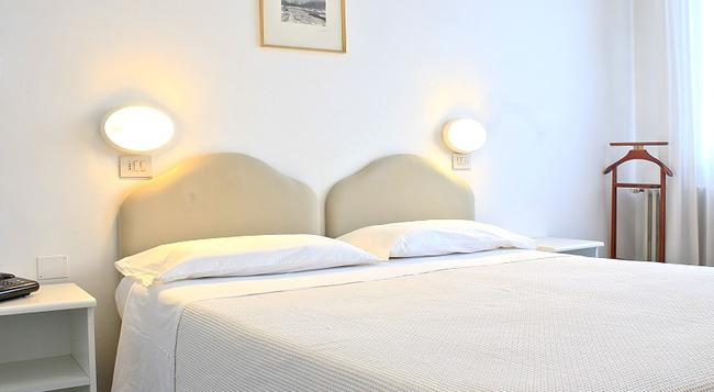 Hotel Plaza Chianciano Terme - Chianciano Terme - Bedroom