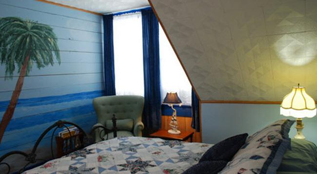 Lost Bayou Guesthouse B&B - Galveston - Bedroom