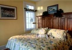 Lake George Boathouse Bed and Breakfast - Bolton Landing - Bedroom