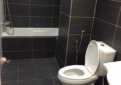 Kinta Riverfront Hotel & Suites - Ipoh - Bathroom