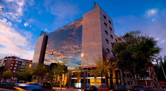 Salles Hotel Ciutat Del Prat - El Prat de Llobregat - Building