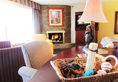 Arbors at Island Landing Hotel & Suites - Pigeon Forge - Bedroom
