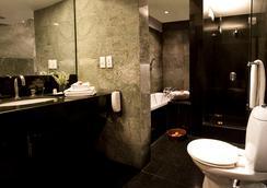 The Manor - New Delhi - Bathroom