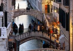 Colombina Hotel - Venice - Location