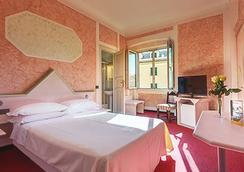 Clarion Collection Hotel Astoria Genova - Genoa - Bedroom