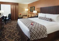 Crowne Plaza Newark Airport - Elizabeth - Bedroom