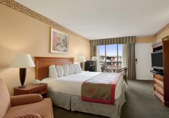 Ramada Hollywood Downtown - Hollywood - Bedroom