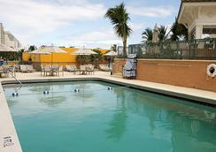 Courtyard by Marriott Fort Lauderdale Beach - Fort Lauderdale - Pool