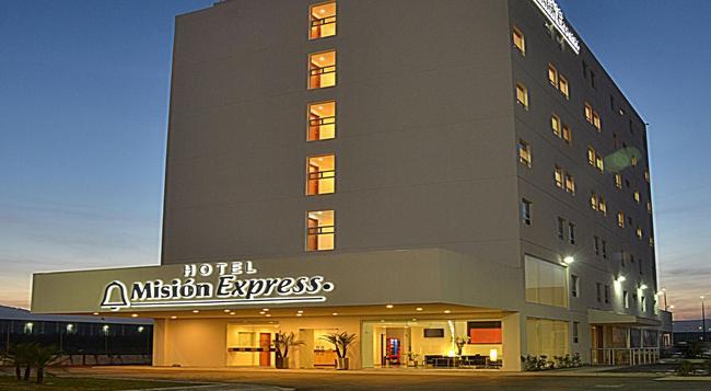 Mision Express Monterrey Aeropuerto La Fe - Monterrey - Building