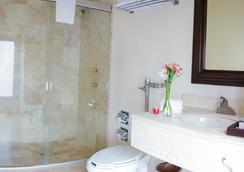 Hotel Mision Catedral Morelia - Morelia - Bathroom