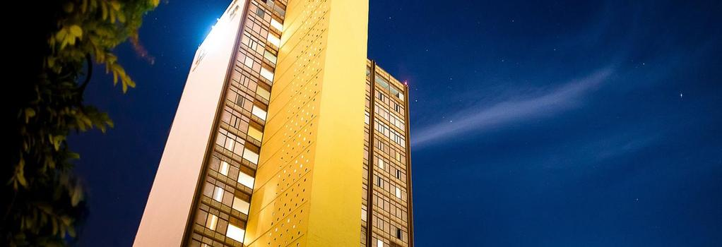 Misión Guadalajara Carlton - Guadalajara - Building