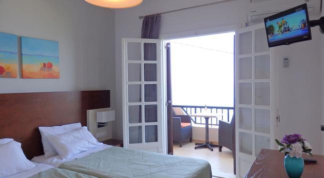 Pension Dandidis - Corfu - Bedroom
