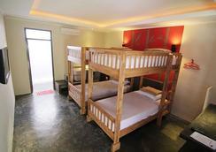 Kayun Hostel - Kuta - Bedroom